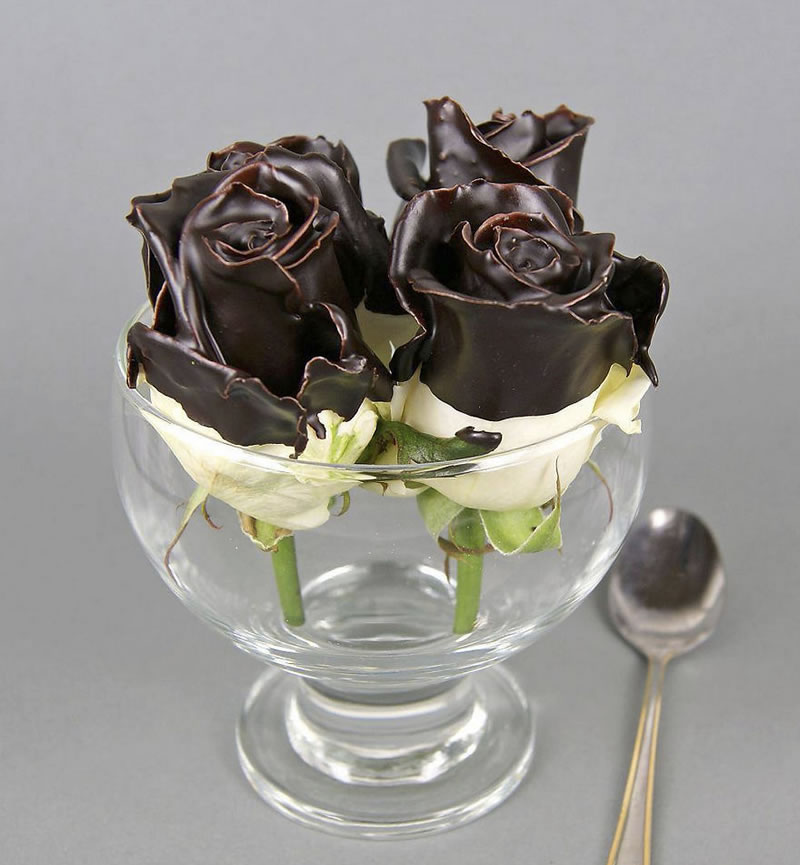 20 Delicious Pieces Of Chocolate SculpturesTo Melt In Your Mouth (14)