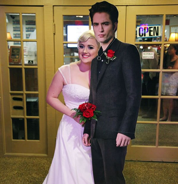 Girl Marries Life Size Cut-Out Of Robert Pattinson In Las Vegas 2