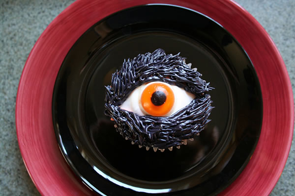 20 Fun And Creative  Halloween Cupcakes 10