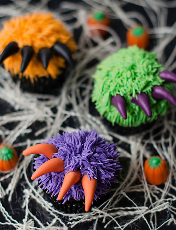 20 Fun And Creative Monster Hand Cupcakes 18