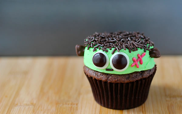 20 Fun And Creative Monster Cupcake 20