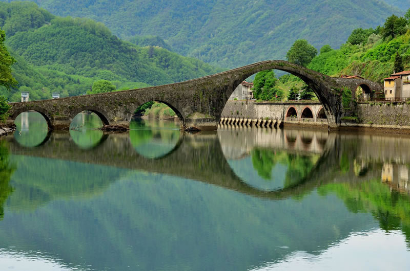25 Amazing Mystical Bridges That Will Take Your Breath Away (14)