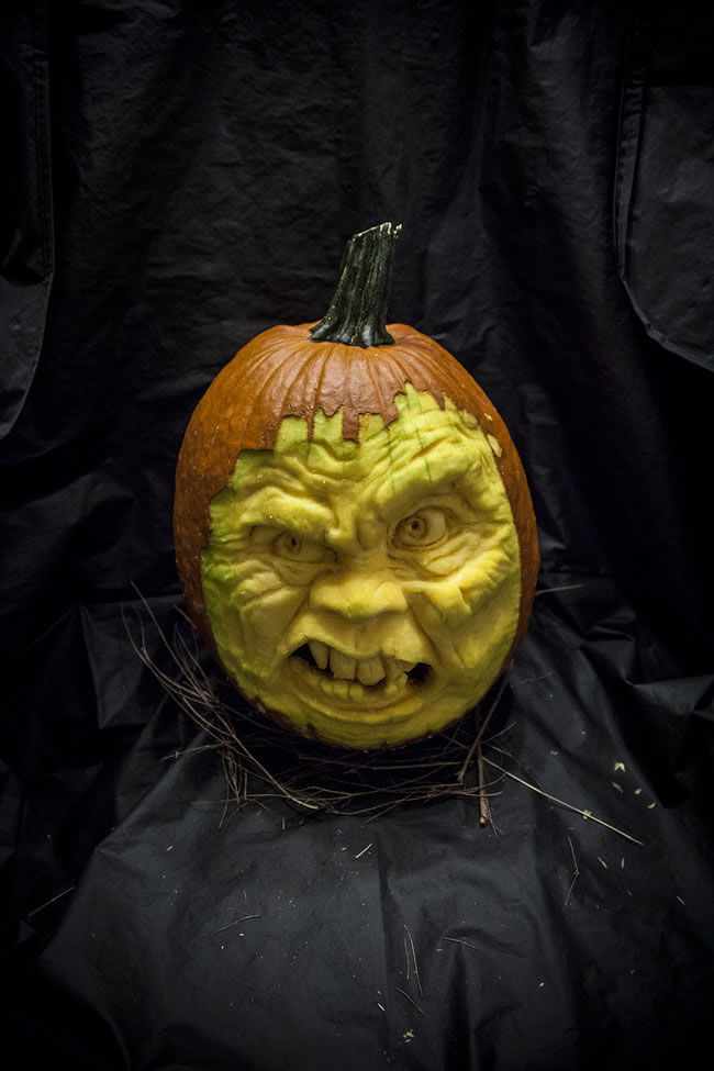 Amazing And Spooky Pumpkin Carvings (1)