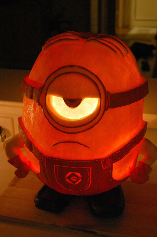 Amazing And Spooky Pumpkin Carvings (15)
