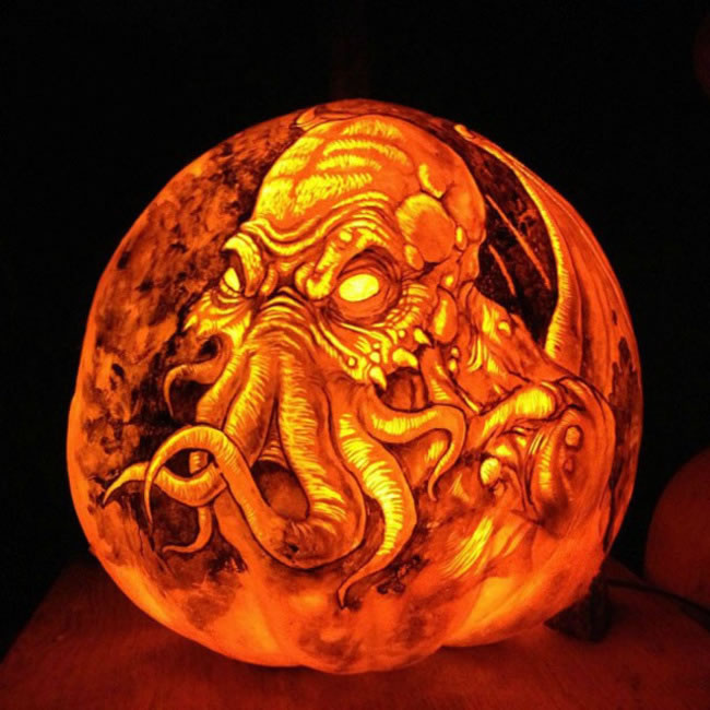 Amazing And Spooky Pumpkin Carvings (4)