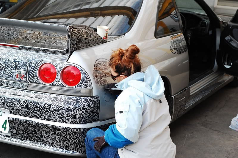 Artist Creates Amazing Car Custom Paint Job With Pen (3)