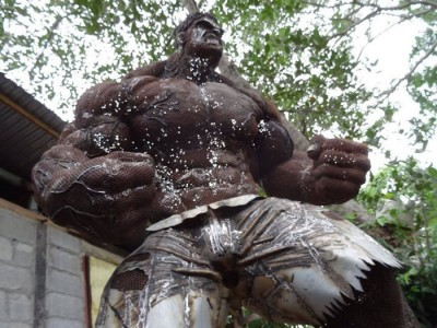 Guy Builds Awesome Lifesize Hulk Sculpture From Scrap Metal
