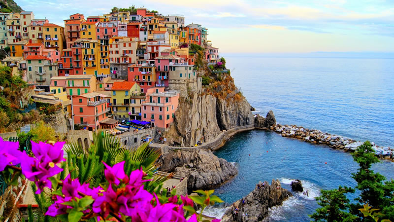 16 Most Craziest Cities Where People Live On The Edge 6