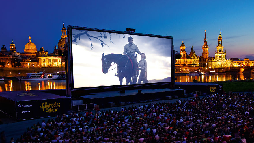 Top 10 Most Amazing Cinema In The World (3)