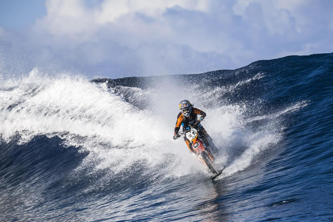 guy converts  honda dirt bike    amphibious motorcycle