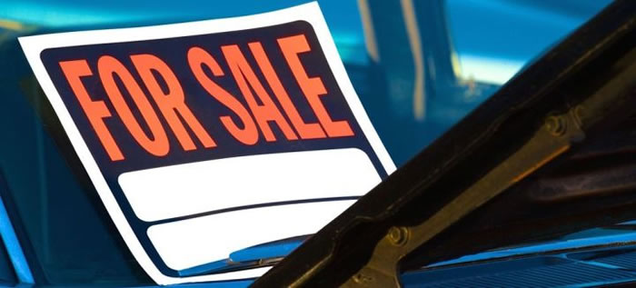 for sale sign on car windscreen